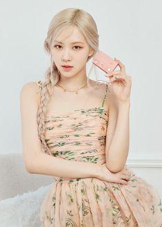 Kpop Girl Groups, Korean Girl Groups, Kpop Girls, Mode Kpop, Blackpink Photos, Rose Photos, My Wife Photos, Blackpink Fashion, Ulzzang Fashion
