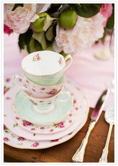 florais xícaras de chá empilhados