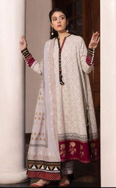 Beautiful Pakistani Dresses, Pakistani Formal Dresses, Pakistani Fashion Party Wear, Pakistani Outfits, Pakistani Kurta Designs, Pakistani Dress Design, Designer Party Wear Dresses, Indian Designer Outfits, Stylish Dresses