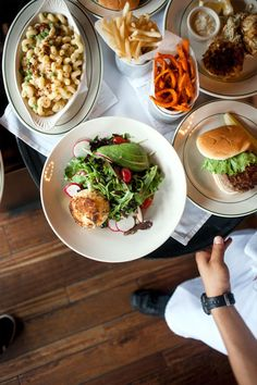 Fashionable Eats: A Restaurant Guide to NYFW: PJ Clarke's at Lincoln Center - great burgers and fabulous mac-n-cheese