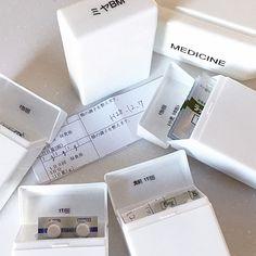 みなさんは救急箱の収納、どうされていますか?錠剤や粉薬はバラバラになりやすく、マスクや湿布はかさばる。誰の何の薬だったか分からなくなったり、飲み忘れてしまったり……そんな悩みのタネの救急箱を、上手に整理されているユーザーさんがおられます。今回は今すぐ真似したくなる、賢いお薬の収納方法をご紹介します。