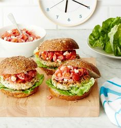Greek Turkey Burgers: Looking for a healthy burger recipe? This one is super quick and easy to make, plus it's great for your heart. Click through for more healthy and easy ground turkey recipes to make for dinner. Healthy Burger Recipes, Turkey Burger Recipes, Ground Turkey Recipes, High Protein Recipes, Diet Recipes, Recipies, Hamburger Recipes, Diabetic Recipes, Pork Recipes
