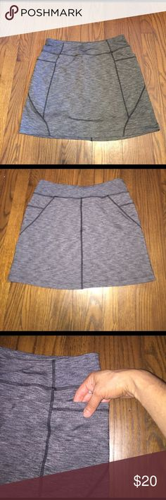 Athleta Excursion Skort EUC Athleta Excursion Skort, Black Heather Grey. Built in shorts. Right/left smart phone size side pockets. Waist: 15in, Length: 16 in. Athleta Skirts