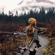 Tribal Sweater and beanie Looks Style, Style Me, Big Four Ice Caves, Estilo Folk, Tribal Sweater, The Big Four, Winter Mode, Mode Vintage, Mode Inspiration