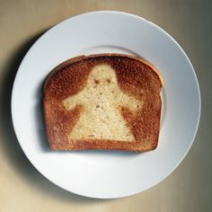 How to Make Ghost Toast: Who says Halloween food only comes out at night?