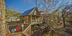 Top 5 treehouses to rent in Texas.