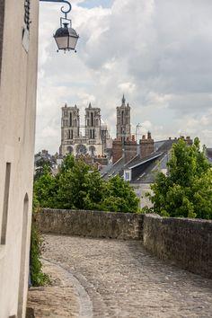 Vue de la Cathédrale de la rue Thibezard.