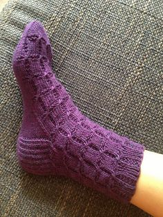 Crossed slip stitches define little ovals of garter stitch, adding interest and texture to a ribbed sock. While the stitch pattern is simple to work, a basic knowledge of top-down sock construction is helpful.