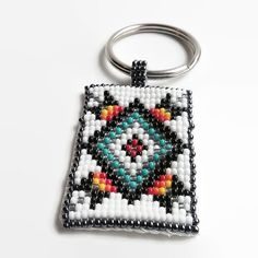 off loom beading stitches Beaded Earrings Patterns, Beading Patterns Free, Bead Loom Patterns, Bracelet Patterns, Beaded Jewelry, Beading Ideas, Indian Beadwork, Native Beadwork, Beaded Lanyards