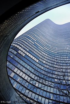 Lake Point Tower Curve by rjseg1, via Flickr