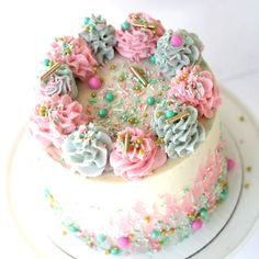 Cakes Puddings Trifles Cobblers etc. Note: Pies Cupcakes Cookies Bars & Candy posted on separate boards Buttercream Designs, Buttercream Recipe, Meringue Frosting, Beautiful Cakes, Amazing Cakes, Mini Cakes, Cupcake Cakes, Bolo Sofia, Bowl Cake