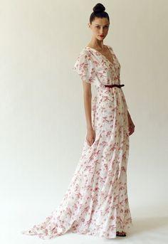 Beautiful dress of Caroline herra