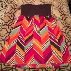 Roxy strapless dress Roxy strapless dress, worn once! Gray cotton sweetheart top with beautiful and bright chevron-like pattern on bottom half of dress! Roxy Dresses Strapless