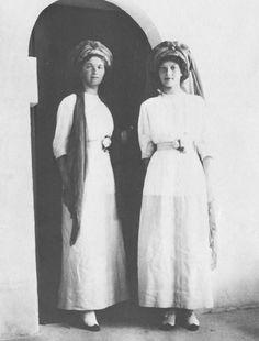 romanovs olga. tatiana. 1913-1918. smiling.