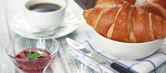 Free stock photo of coffee, morning, breakfast, croissant Italian Breakfast, Breakfast In Bed, Morning Breakfast, Breakfast Croissant, Petit Déjeuner Continental, Brunch In Paris, Brunch Spots, How To Cook Eggs, Food Print