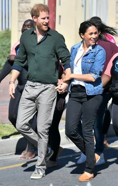 Prince Harry and Meghan Markle lock lips in South Africa to the delight of royal fans Meghan Markle Prince Harry, Prince Harry And Megan, Harry And Meghan, Prince Henry, Prince William, Sussex, Prinz Harry, Princess Meghan, Meghan Markle Style