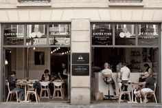 4 perfect getaways in Paris: the best coffee, brunch, lunch places in Paris. Lunch in Paris. Coffee in Paris. Café Bar, Mini Bars, Burger Bar, Restaurant Design, Restaurant Bar, Modern Restaurant, St Moritz, Coffee Places, Cafe Bistro