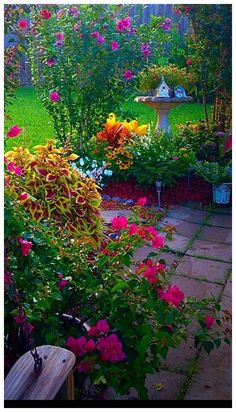55 Beautiful Small Cottage Garden Ideas For Backyard Inspiration #smallcottagegarden #backyardinspiration #cottagegardenideas ~ vidur.net Small Backyard Gardens, Modern Backyard, Backyard Landscaping, Small Patio, Desert Backyard, Small Cottage Garden Ideas, Garden Cottage, Country Garden Ideas, Rock Garden Design