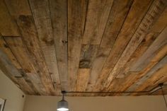 Wood ceiling diy super cool however i dont know where I would place it . Hm - Home Decoz Into The Woods, House Of Turquoise, Pallet Ceiling, Wood On Ceiling Ideas, Wood Planks On Ceiling, Man Cave Ceiling Ideas, Cheap Ceiling Ideas, Shiplap Ceiling, Wood Paneling