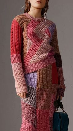 Gorgeous Burberry knitwear sweater and skirt in salmon, coral, red, violet, and brown colored patches of varied stitches. Knitwear Fashion, Knit Fashion, Fashion Week, Knitting Designs, Knitting Stitches, Knitting Patterns, Crochet Patterns, Burberry, Model Outfits