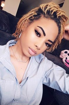 Blonde hairstyles 193514115227254488 - Blonde Hairstyles For Short Dreads ❤ We want to share with you the coolest ways of how you can style and color dreads. Check out the best photos of this hairstyle and get inspired! Source by lifewithlashay Short Dread Styles, Dreads Styles For Women, Short Dreadlocks Styles, Short Locs Hairstyles, Short Dreads, Dreadlock Styles, Twist Hairstyles, Blonde Hairstyles, Long Hair Styles