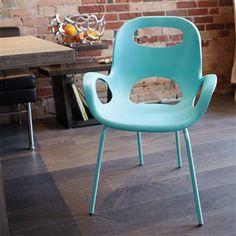 De Umbra Oh Stoel is niet zo maar een plastic stoel, het is een zeer functioneel ontwerp uit 1999. Door zijn grote succes is hij nog steeds onderdeel van het vaste assortiment van Umbro. De Oh Chair is stevig, stapelbaar en verrassend comfortabel!