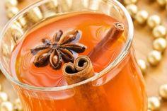 4 infusi per accelerare il metabolismo 1) bucce mele rosse e cannella 2) thè verde e cannella 3) ananas e zenzero 4) peperoncino di Cayenne, thè verde e miele