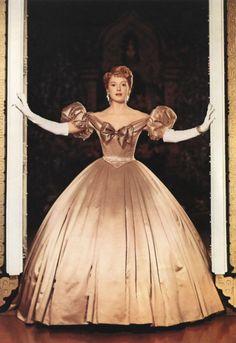 Deborah Kerr, 'The King and I' Hollywood glamour Vintage Hollywood, Hollywood Glamour, Classic Hollywood, Deborah Kerr, Theatre Costumes, Movie Costumes, Beautiful Costumes, Beautiful Gowns, Hollywood Costume