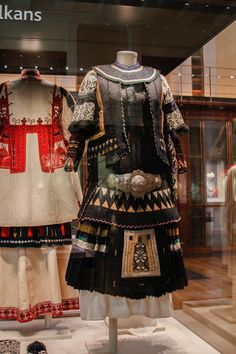 Non road notes: British Museum, Greek Traditional Dress, Traditional Outfits, Greek Costumes, Folk Fashion, Greeks, Historical Costume, British Museum, Culture, Pure Products