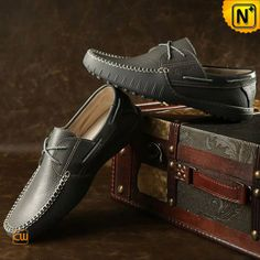 Our perfect fit Italian handmade leather driving shoes for men features with moccasin construction and hand-sewn leather upper, Italian leather and a contemporary aesthetic update these boat shoes style design. Boat Shoes, Men's Shoes, Dress Shoes, Leather Loafer Shoes, Loafers Men, Formal Loafers, Driving Shoes, Italian Leather, Moccasins