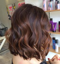 Balayage Hair Color Trends For Everyone From Brunettes To Perfect Blonde. Ombre Highlights For Brown Hair And Caramel Balayage Color For Lighter Hair. Hair Do For Medium Hair, Bobs For Thin Hair, Medium Hair Styles, Curly Hair Styles, Curly Lob, Hair Bobs, Thin Hair Haircuts, Cool Haircuts, Bob Hairstyles