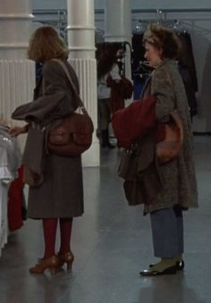 ❤ how Mia Farrow and Dianne Wiest are styled in Hannah and Her Sisters Hannah And Her Sisters, Dianne Wiest, Berlin, Mia Farrow, I Feel Pretty, Films, Movies, Cas, Street Style