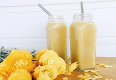 I swear by the potency of this healthy fruit-and-veggie mix in the management and treatment of endometriosis! Turmeric Uses, Fresh Turmeric, Healthy Fruits, Healthy Drinks, Healthy Food, Whole Food Diet, Whole Food Recipes, Juice Smoothie, Smoothies