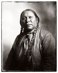 AWESOME POTRAIT OF NATIVE AMERICAN