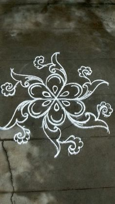 Explore latest easy rangoli design image ideas collection for Diwali. Here are amazing simple rangoli designs to decorate your home this festive season. Indian Rangoli Designs, Simple Rangoli Designs Images, Rangoli Designs With Dots, Beautiful Rangoli Designs, Free Hand Rangoli Design, Small Rangoli Design, Rangoli Patterns, Rangoli Ideas, Easy Chalk Drawings