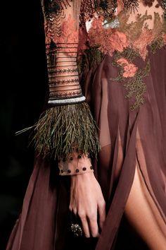 Valentino Spring 2016 Ready-to-Wear Accessories Photos - Vogue