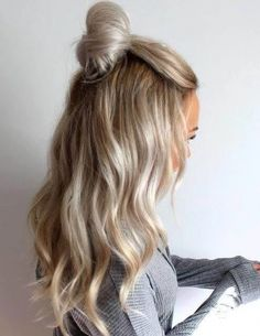 New Design Medium blond Grade Peruvian Human Hair Pre Plucked Lace Hair Wigs Long For Girls - Frisuren Quick Hairstyles, Curled Hairstyles, Pretty Hairstyles, Hairstyle Ideas, Knot Hairstyles, Ladies Hairstyles, Medium Hairstyle, Hair Medium, Winter Hairstyles