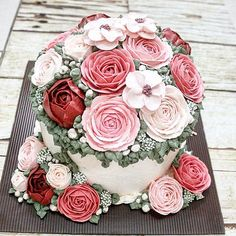 For a loving mom on her big day  . #LADYCakeShop WA 08977560367  . . . . . . . . #flowercake #wiltoncakes #flowercakejakarta #cakejakarta #jualkueultahjakarta #jualcakejakarta #kuetartjakarta #kueulangtahunjakarta #kueultahjakarta #birthdaycakejakarta #beautifulcuisines #sgbakes #customcakejakarta #onlinecakejakarta #jualcakejkt #anniversarycakejakarta #cakeultahjakarta
