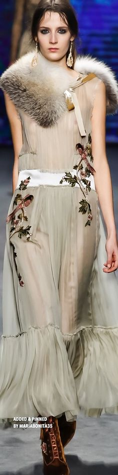 Alberta Ferretti Fall 2016 Ready to Wear Collection Highlights Love Fashion, High Fashion, Fashion Show, Vintage Fashion, Fashion Trends, Italian Fashion Designers, Facon, Beautiful Gowns, Ready To Wear