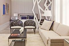 O décor de uma casa fala muito da personalidade de seus donos. Cores, texturas e referências sob a forma de móveis e enfeites transformam histórias em ambientes cheios de beleza e de conforto.