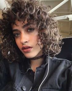 How 6 Models Maintain Their Signature Spirals The Best Model Tricks for Taking Care of Curls and Natural Hair: Melodie Monrose and Curly Hair Model, Curly Hair With Bangs, Curly Hair Tips, Short Curly Hair, Hairstyles With Bangs, Pretty Hairstyles, Curly Hair Styles, Natural Hair Styles, Natural Curls