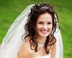 Свадебные прически с фатой на средние волосы: 18 фото идей