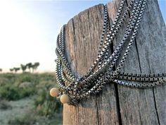 Lupita, de la colección Michoacán. Collares de acero decorados con esferas de marfil de mamut.