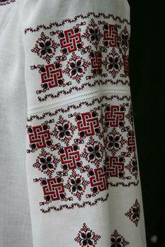 Machine Embroidery Designs, Embroidery Stitches, Ukrainian Art, Embroidery Fashion, Ukraine, Cross Stitch Patterns, Christmas Sweaters, Diy And Crafts, Tribal Dress