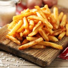 Learn how to prepare this Honey French Fries recipe like a pro. With a total time of only 45 minutes, you'll have a delicious side ready before you know it. Best French Fries, Crispy French Fries, French Fries Recipe, Classic Restaurant, Dried Potatoes, Russet Potatoes, T Bone Steak, Kosher Recipes, Everything Bagel