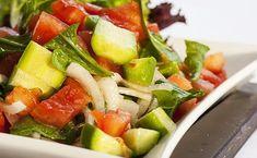 Salata verde cu măr și ardei (rețetă + beneficii) | La Taifas Healthy Plate, Healthy Mind, Fruit Salad, Cobb Salad, Health Eating, Feel Good, Healthy Lifestyle, Healthy Living, Clean Eating