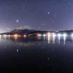 Instagram【snufkin25】さんの写真をピンしています。 《凍てつく湖面の逆さ富士  昨晩は @____nishi_8686____ トシさん @yasootuff ナベさん お二方と富士山星空ミート めちゃくちゃ寒い中でしたが、満天の星空と富士山ゲットしてきました 最近の撮影の目的として、写真を撮ること半分、ワイワイすること半分って感じが自分としてはこうしてご一緒して楽しい時間を過ごせることが何よりもありがたいことです お二人とも昨晩はありがとうございました! しかしお二人は流星を撮れたのに、自分だけ撮れてないという悲しいやつ(しかも場所は別々) 火球なみのやつ見たんだけどな~ お二人とも素晴らしいお写真撮られてるので是非チェックしてみてください  そして今日も出動予定ですが、思いの外昼寝ができなかったので今日もドリンク投入したいと思います 死んでしまうな  昨日の星空ビームを@kf_gallery さんにフィーチャーしていただきました ありがとうございました!  #夜景 #星景 #星空 #天の川 #オリオン座 #富士山 #逆さ富士 #リフレクション #山梨県…