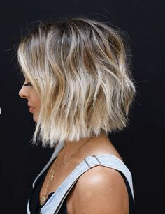 Drawing inspiration from high fashion, art & film, celebrity hair stylist Anh Co Tran has perfected the 'customized' haircut, also known as 'Lived-in Hair. Medium Hair Styles, Short Hair Styles, Modern Shag Haircut, Modern Haircuts, Brown Blonde Hair, Blonde Short Hair, Messy Short Hair, Thick Hair, Trending Haircuts