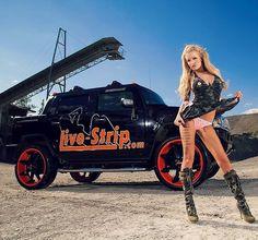 Ich brauche ab April ein neues Auto!!! Daher benötige ich eure Hilfe.... was würde gut zu mir passen?! #roxxyx #roxxyx_fanpage #traveltuesday #livestrip #lifestyle #hummer #goodbyedeutschland #byebye #happygirl #happytime #happiness #showtime #showcar #tattoogirl #inkedgirl #sunshine