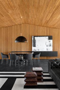 Studio Guilherme Torres Rebuild a Classic-style Residence in Sao Paulo - InteriorZine Kitchen Dinning Room, Style Classique, Interior Decorating, Interior Design, Home Studio, Modern Retro, Apartment Interior, Foyer, Interior Inspiration